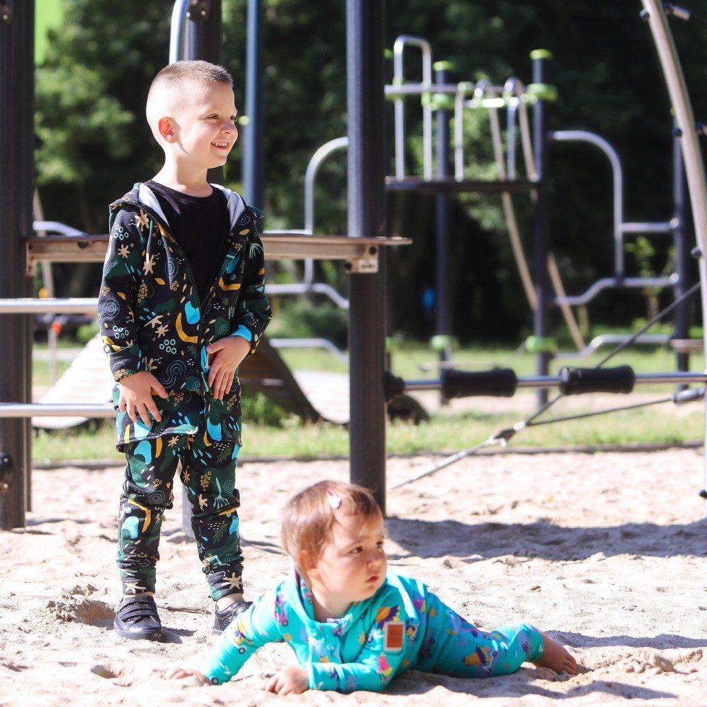kolorowe ubrania dziecięce