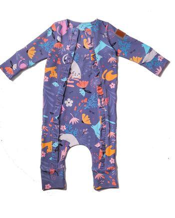 Bardzo wygodny pajac dla niemowlaka, z bawełny, który dzięki specjalnej konstrukcji starczy na min. 3 rozmiary. Może służyć jako śpiochy lub ubranko.
