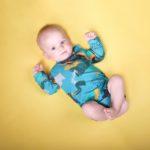 Nowatorskie body dla niemowlaka, chłopca z bawełny, we wzory, które dzieki 2 rzędom nap starczy na min. 3 rozmiary