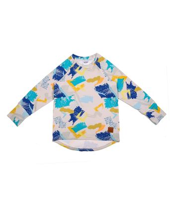 Bardzo wygodna bluzka z długim rękawem dla chłopca. Dzięki specjalnej konstrukcji rośnie z dzieckiem i starcza na min. 3 rozmiary.