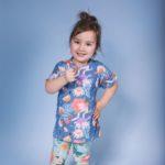 Bardzo wygodna t-shirt dla dziewczynki, o lekko kimonowym kroju idealny na wiosnę. Rośnie z dzieckiem i starcza na min. 3 rozmiary.